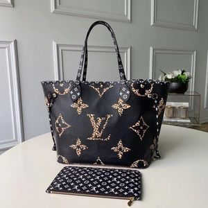 Louis Vuitton neverfull black cameral